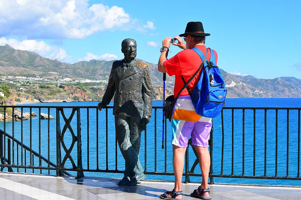 Snapping the King, Nerja